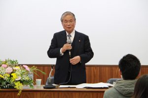 自身の中国語学を振り返る川口教授